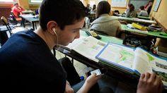 La scuola ci ripensa: lo smartphone tornerà tra i banchi - La Stampa