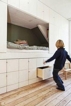 aménagement petite chambre grands tiroirs dessus et dessous du lit encastré