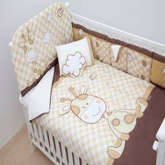 What a cute little giraffe! Baby Crib Sets, Baby Shawer, Baby Kids, Bed Cover Design, Baby Dekor, Patchwork Baby, Baby Swings, Baby Bedroom, Baby Crafts