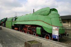 trains ~ Poland steam locomotive ~ pm35 462 streamliner