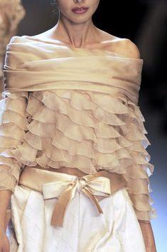 Valentino at Paris Fashion Week Spring 2007 - Details Runway Photos Couture Details, Fashion Details, Look Fashion, Fashion Art, High Fashion, Fashion Design, Fashion Clothes, Paris Fashion, Womens Fashion
