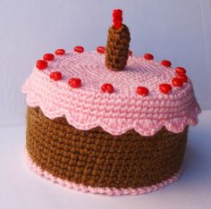 AMIGURUMIS AND CROCHET Crochet Cake, Crochet Food, Diy Crochet, Crochet Crafts, Crochet Projects, Fake Cake, Food Patterns, Cupcakes, Play Food
