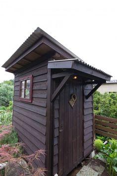 ドイツの農園にあるLaubeをヒントにDIYで造った小屋。農具の収納庫としてスタートしたが、現在は子供の遊び場。今後は生活も可能な空間に。