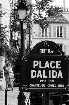 Les amoureux de la place Dalida... (Paris 18ème). The house of the famous French singer Dalida...