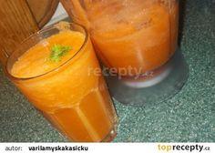 Zdravý koktejl z mrkví, řapíkatého celeru, zázvoru a citronu recept - TopRecepty.cz