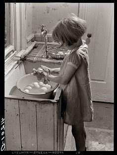 Washing eggs~