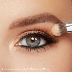 Eye makeup will complement your beauty and also help to make you look dazzling. Find out the correct way to use make-up so that you are able to show off your eyes and stand out. Discover the top ideas for applying make-up to your eyes. Makeup Guide, Eye Makeup Tips, Smokey Eye Makeup, Makeup Ideas, Makeup Tutorials, Makeup Hacks, Makeup Goals, Makeup Geek, Makeup Remover