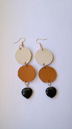Leather and natural black stone earrings, heart shape Leather and black stone earrings.