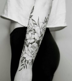 50 Arm Floral Tattoo Designs For Women 2019 - Page 48 of 50 - Chic Hostess flower tattoos designs - Feminine Tattoo Sleeves, Feminine Tattoos, Trendy Tattoos, Cool Tattoos, Floral Tattoo Sleeves, Stylish Tattoo, Tattoos Pics, Half Sleeve Flower Tattoo, Forearm Flower Tattoo