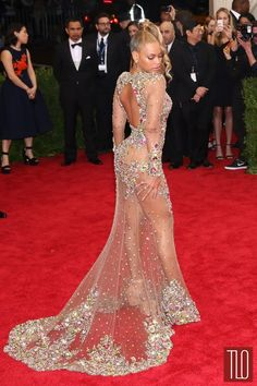 Beyonce-Met-Gala-2015-Red-Carpet-Fashion-Givenchy-Couture-Tom-Lorenzo-Site-TLO (4)