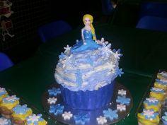 Elsa giant cupcake 2014