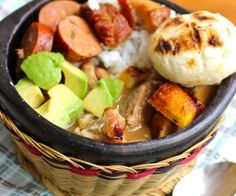 Delicious and traditional Colombian and Latin food recipes, plus many other great tasting Italian and American food recipes. Colombian Dishes, My Colombian Recipes, Colombian Cuisine, Cuban Recipes, Latin American Food, Latin Food, Comida Latina, Columbian Recipes, Gastronomia