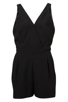 V-Neck Neck Playsuit perfect for park play Black Playsuit, Cool Style, My Style, Fashion Beauty, Womens Fashion, Personal Style, Rompers, V Neck, Stylish