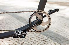 Crank detail on Firebikes Fluid custom bike by Gatz Cascais. Custom Bikes, Gym Equipment, Detail, Fitness Equipment, Workout Equipment