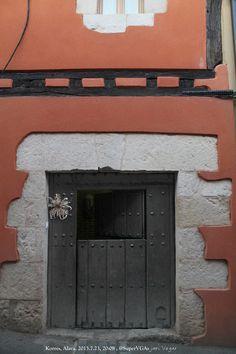 Al restaurar la puerta y su contorno quedó un testigo.