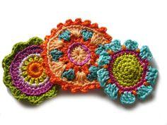 Häkelapplikationen - ○ Drei schöne Häkelblumen ○ - ein Designerstück von crochet bei DaWanda