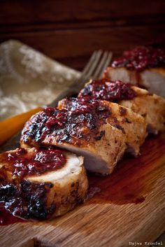 Delicious Shots: Pork Tenderloin with Raspberry sauce. I love pork tenderloin Pork Tenderloin Recipes, Pork Recipes, Cooking Recipes, Sauce For Pork Loin, Sauce Recipes, Recipies, Raspberry Sauce, Tasty, Meat Recipes