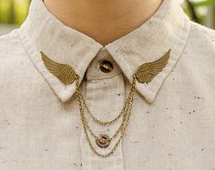 Bronze Bird Wing Collar Clip Collar Chain by DapperandSwag on Etsy - Accessoire Collar Chain, Collar Clips, Wing Collar, Cardigan Clips, Mein Style, Bird Wings, Cute Pins, Bronze, Mens Fashion