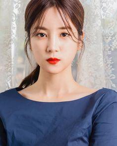 Extended Play, Korean Beauty, Asian Beauty, Panda Eyes, Apink Naeun, Pink Panda, Chubby Cheeks, Casual Hairstyles, Beautiful Asian Girls