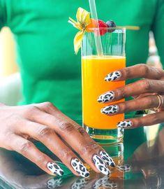 PAM | Tall Blogger (@tallfashionblog) • Photos et vidéos Instagram Voss Bottle, Water Bottle, Nails Inspiration, Fun Nails, Photos, Instagram, Design, Water Flask, Water Bottles