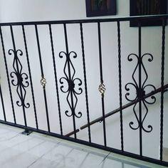 Pasamanos en hierro forjado !!! #ornamentación #hierroforjado #cerrajeria Steel Railing Design, Metal Railings, Stair Railing, Stairs, Window Grill Design, Warm Home Decor, Metal Welding, Steel Doors, Wrought Iron
