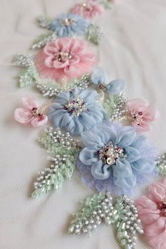 Wonderful Ribbon Embroidery Flowers by Hand Ideas. Enchanting Ribbon Embroidery Flowers by Hand Ideas. Silk Ribbon Embroidery, Hand Embroidery Designs, Embroidery Patterns, Embroidery Supplies, Embroidery Stitches, Tambour Embroidery, Applique Fabric, Embroidery Techniques, Band Kunst