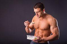 Quels sont les aliments à consommer pour prendre du muscle ? Quelle quantité de protéine, glucide, lipide manger ? À quel moment ? On vous explique tout ici