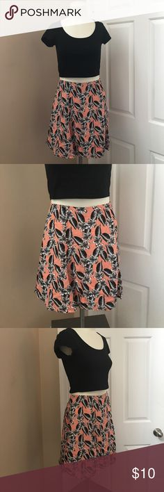 """Forever 21 Skirt Worn once, great condition. Tropical floral. Zipper closure on back. Top to hem is 16.5"""". Flowy. Perfect for spring and summer. Forever 21 Skirts Mini"""