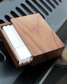 Hacoaブランドの高級感溢れる木製タバコ・シガレットケース