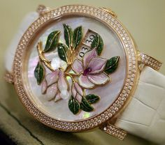 Delaneau - Montre 'Magnolia' - Or, Diamants, Nacre et Email