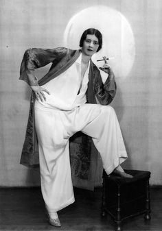 TWENTIES FASHIONS 1928 Elegant Pyjamas with Smoking Jacket. Photo from the I would wear this now. glorious just glorious 20s Fashion, Art Deco Fashion, Fashion History, Modern Fashion, Vintage Fashion, Fashion Outfits, Womens Fashion, Cheap Fashion, 1920s Inspired Fashion