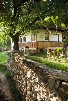 Zălan Valey, Miclosoara from Transylvania Beautiful Homes, Beautiful Places, Old Country Houses, Storybook Homes, Log Cabin Homes, Going Home, Traditional House, My Dream Home, Rustic Decor