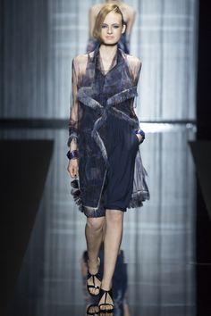 30097f38e203 Giorgio Armani Spring 2017 Ready-to-Wear Collection - Vogue. Model  Zoe