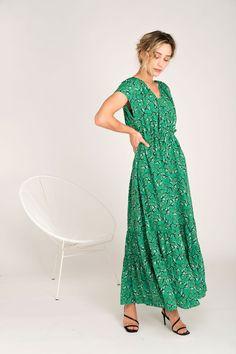 Vestido Solar fleurs vertes de Rue Mazarine disponible en leonceshop.com y tiendas Leonce. Rue Mazarine, Solar, Dresses, Fashion, Long Sleeve Dresses, Long Gowns, Ruffles, Tents, Skirts