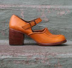 Qué bonitos, 70s BUTTERED CARAMEL Leather Mary Jane Wood by luckyvintageseattle