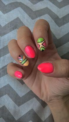 Neonowe paznokcie hybrydy. Nails