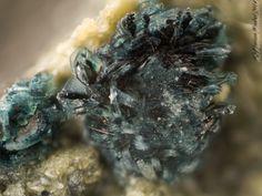 Pyroaurite-2H,  Mg6Fe+++2(CO3)(OH)16•4(H2O), (= Sjögrenite :  discredited name 2012), Stbr. Huber, Winklarn, Oberviechtach, Oberpfalz, Bayern, Germany. Fov 2.2 mm. Copyright: Florian