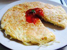Περίσσεψαν μακαρόνια; Φτιάξτε μια γρήγορη και λαχταριστή ομελέτα! #kaneipeina #omeleta #makaronia #food #συνταγή Chicken, Meat, Food, Essen, Meals, Yemek, Eten, Cubs