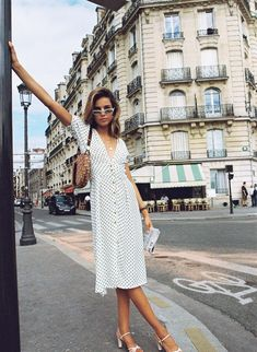 Parisian summer style Style Outfits, Spring Fashion Outfits, Mode Outfits, Look Fashion, Girl Fashion, Fashion Dresses, French Fashion, Spain Fashion, Green Fashion