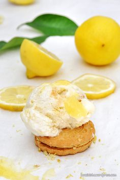 Παγωτό lemon pie xωρίς παγωτομηχανή / No-churn lemon pie ice cream Greek Desserts, Greek Recipes, 2 Ingredient Ice Cream, Jam Tarts, Ice Cream Pies, Pastry Cake, 2 Ingredients, Food And Drink, Tasty