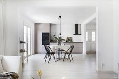 Home in tints of beige - via Coco Lapine Design blog