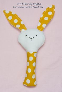 Sew a Plush Rattle for Baby (…bunny, cat, & mouse)! Diy Baby Gifts, Best Baby Shower Gifts, Gifts For Kids, Easy Baby Blanket, Minky Baby Blanket, Sewing Projects For Kids, Sewing For Kids, Sewing Ideas, Cute Pillows