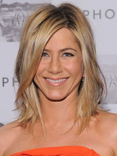Hottest Buy for these days. Jennifer Aniston like wig. Wigsis offers the latest Online Blonde Lace Front Shoulder Length Jennifer Aniston wigs for her fans. Dress up youself as a celebrity. Wedge Hairstyles, Hairstyles With Bangs, Cool Hairstyles, Medium Hairstyles, Layered Hairstyles, Medium Haircuts, Hairstyle Ideas, Style Hairstyle, Fringe Hairstyles