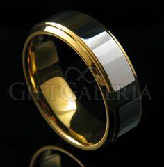 Aliança de Casamento em Tungstênio com espessura de 8mm e dois tons em prata na faixa interna e ouro na parte externa, design sofisticado e inovador.