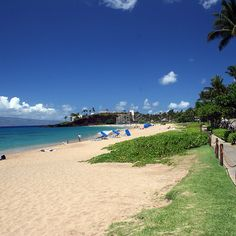 View of Ka'anapali Beach from the walkway by Whaler's Village