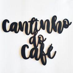 Lettering Cantinho do Café Coffee Store, Coffee Cafe, Logo Studio, Coffee Corner, Instagram Blog, Cafe Bar, Lettering, Lany, Design