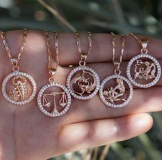 Zodiac Sign Inspired Gold Necklaces with diamonds. Cute Jewelry, Body Jewelry, Jewelry Box, Jewelry Accessories, Fashion Accessories, Jewelry Necklaces, Jewelry Design, Women Jewelry, Fashion Jewelry