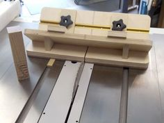 Miter key jig with depth guide