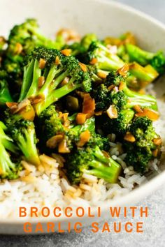 Chinese broccoli with garlic sauce recipe – this is so easy to make and the stir fry sauce is only 3 ingredients! Tastes just like takeout. Broccoli with Garlic Sauce Recipe - Build Your Bite Liz Lem Broccoli And Garlic Sauce Recipe, Garlic Broccoli, Broccoli Stir Fry, Broccoli Recipes, Vegetable Recipes, Vegetable Dish, Cheesey Broccoli, Blanching Broccoli, Broccoli Puree