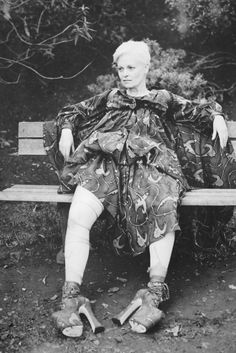 Vivienne Westwood / Photography by Juergen Teller / 1993 Johnny Rotten, Juergen Teller, Vivienne Westwood, Punk Fashion, Vintage Fashion, God Save The Queen, English Fashion, British Fashion, Cecile